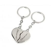 Гравиран ключодържател - сърце, делящо се на две части