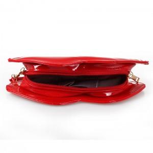 """Дамска чанта """"Целувка"""", с верижка, различни цветове"""