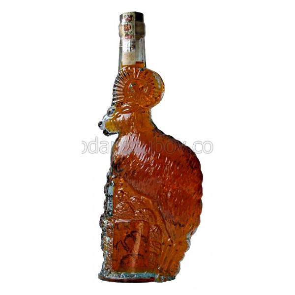 Декоративна бутилка Овен, червен ром