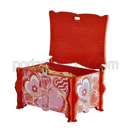 Дървена кутийка за бижута с любовна декорация