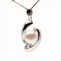 """Висулка със сребърна верижка и перла """"Taletta"""""""