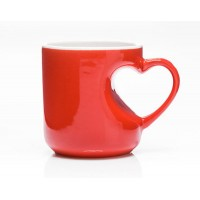 Любовна чаша с дръжка сърце