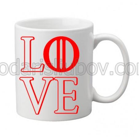 Бяла керамична чаша с надпис LOVE