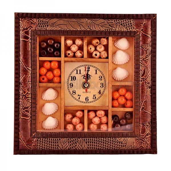 Стенен часовник в кожена рамка