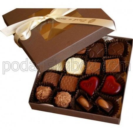 Кутия с 16бр. ръчно изработени бонбони асорти 250гр.