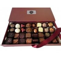 Луксозна кутия с 32 ръчно изработени бонбони асорти