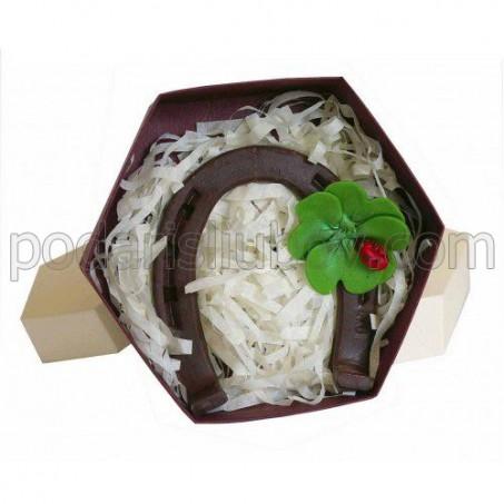 Шоколадова подкова за късмет в кутия