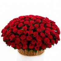 Уникална кошница със 101 червени рози!