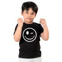 Детска тениска Намигнал емотикон, черна