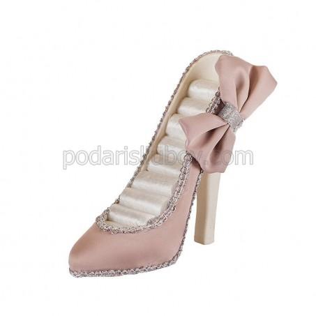 Елегантна обувка - поставка за бижута