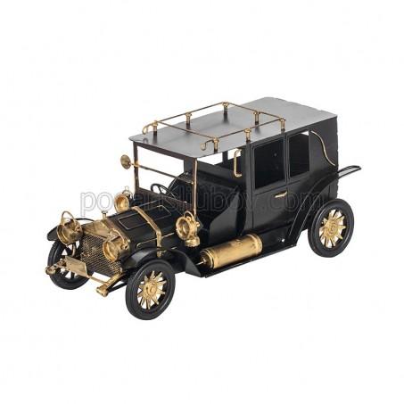 Ретро автомобил в черен цвят