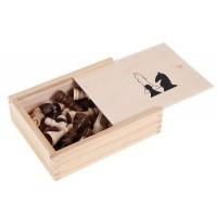 Дървени фигури за шах, в кутия
