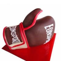 Боксова ръкавица от белгийски шоколад