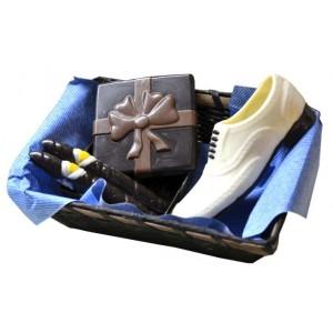 Кошница с подаръци от шоколад за мъж