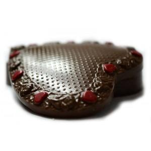 Шоколадова кутийка СЪРЦЕ с рози и сърчица