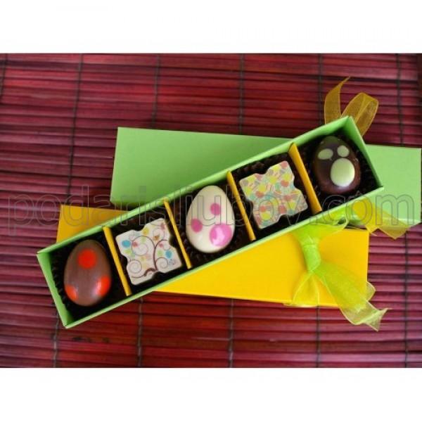 Кутия с 5бр. шоколадови бонбони и яйца