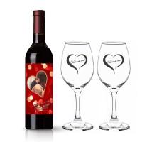 Бутилка вино с етикет и две гравирани чаши за Ваш повод