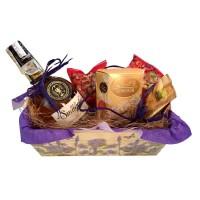 """""""Бизнес дама"""" - подарък в кашпа с уиски, бонбони и ядки"""