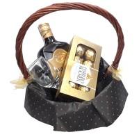 Дамска кошница с ликьор, бонбони и гравирана чаша