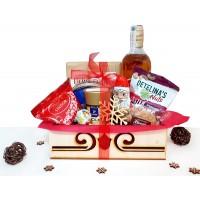 Коледен панер с уиски, ядки, кафе и сладости