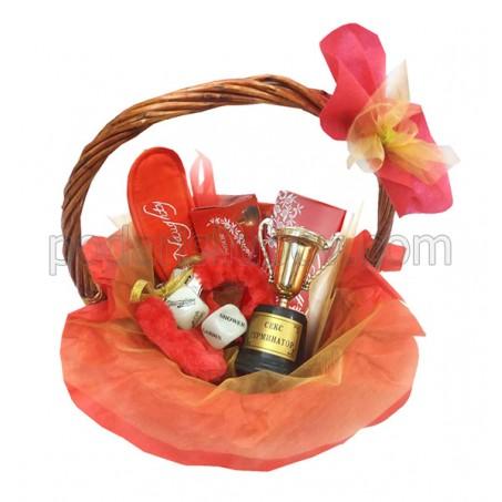 Еротична кошница с домино, зарчета и белезници