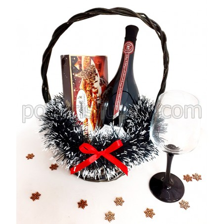 Кошница с вино Катаржина Естейт, Линдор бонбониера и гравирана чаша