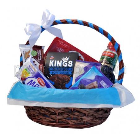 Корпоративна кошница с 2 шоколада, сок и 3 вида бисквити