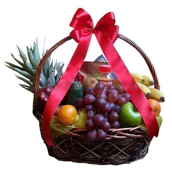 Кошница с плодове и сок