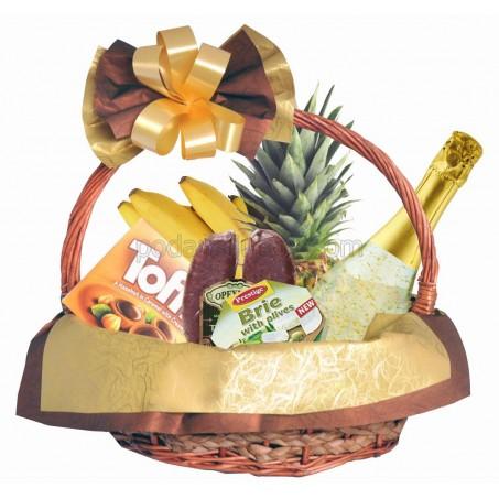 Кошница с подкова, златно шампанско и плодове