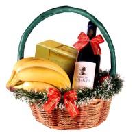 Кошница за Коледа с вино, банани и бонбони Трюфели