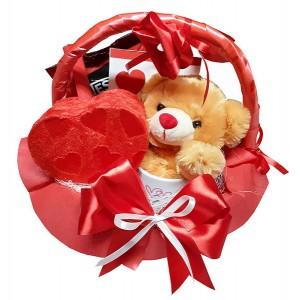 Любовна кошница с плюшка и бонбони