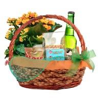 Мъжка кошница с каланхое, халба, бира с етикет и бирени фъстъци