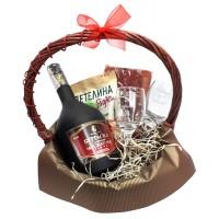 Мъжка кошница за юбилей с ракия и гравирани чаши