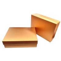 Златиста подаръчна кутия