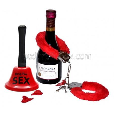 Романтично предложение - малко вино, белезници и звънец